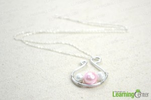 Handmade-jewelry-designs-simple-yet-dignified-pearl-pendant-necklace-step3